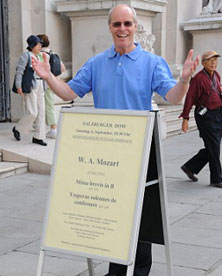 Brian Kay advertising the Scratch Salzburger Sing outside Salzburg Cathedral